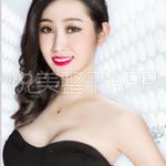 刚开始跟做手术的医生李京教授讲的时候就说了,我说我不要大胸,只要摆脱平胸,拥有在我这个年龄段该有的正常胸部就可以了,...